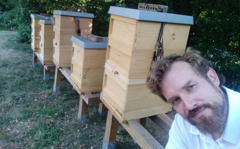 Dortmunder Imker am Bienenstand in Hagen